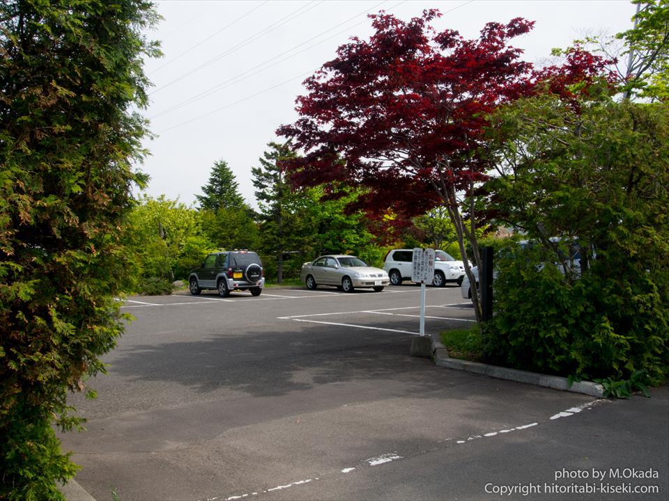 平岡樹芸センターの入り口駐車場