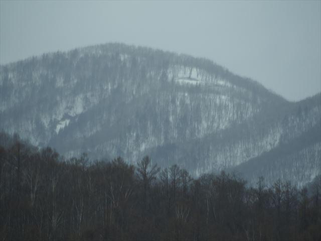 まだ雪が残る小樽近辺の山