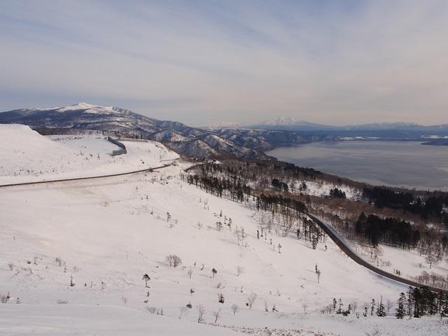 美幌峠から眺めた国道243号線周囲の雪景色