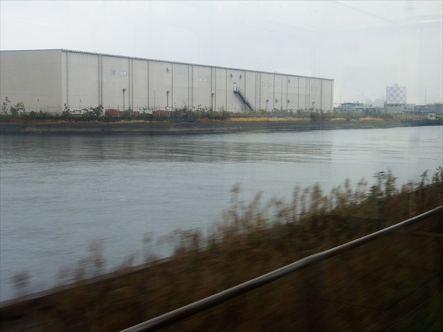 海芝浦支線と平行する運河