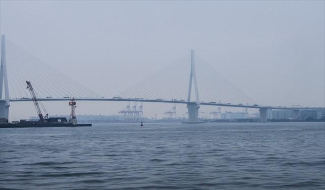 京浜港に架かる鶴見つばさ橋