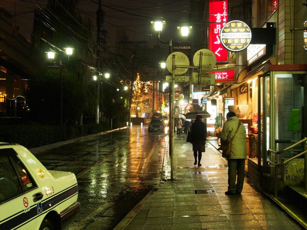 石川町駅の駅前通り(首都高側)