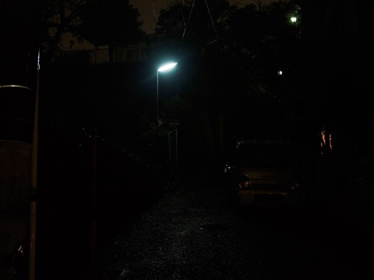 闇に包まれた住宅街