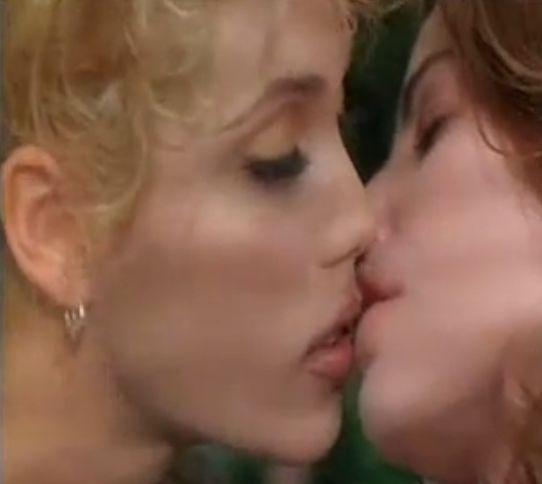 エリザベス・バークレー 甘酸っぱいキスをするラブシーン