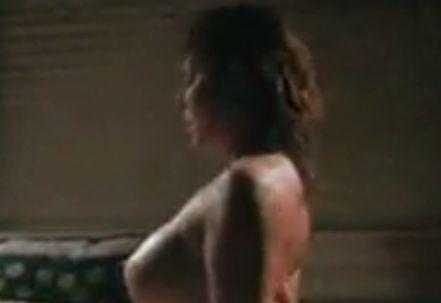 リサ・コムショー 騎乗位でひたすら腰を振り続ける濡れ場