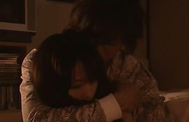 【戸田恵梨香】欲情を誘うラブシーン