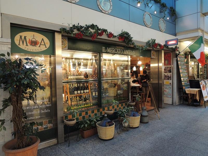 イル メルカート アンジェロの店舗前