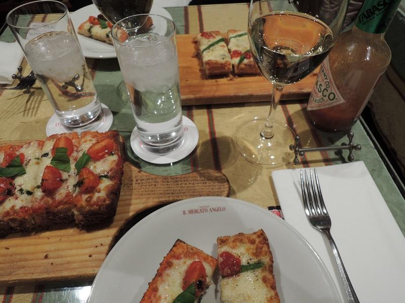 マルゲリータとチーズのピザ