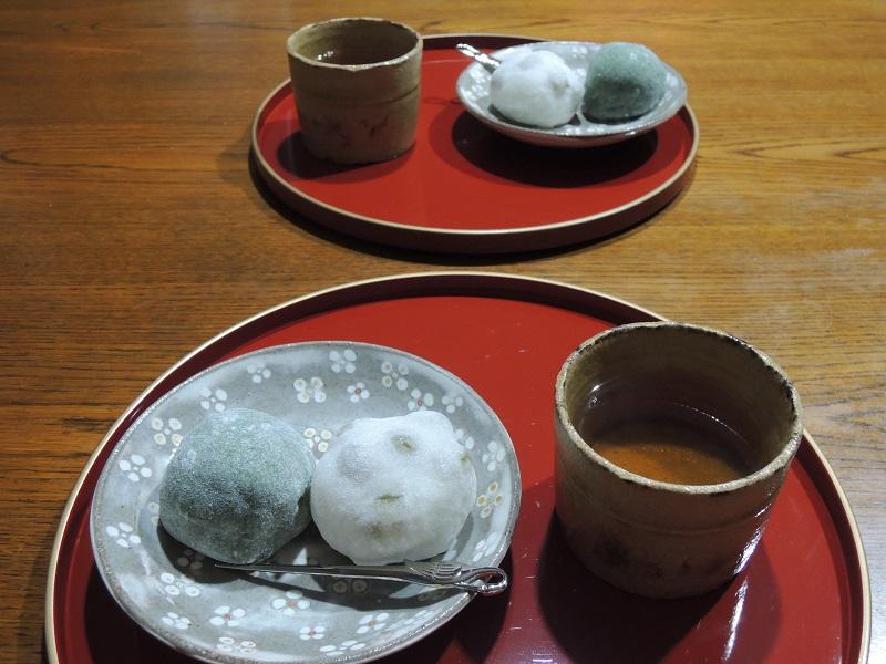 草餅と青豆大福とほうじ茶