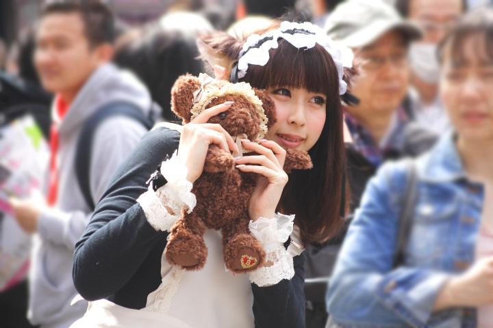 日本橋ストリートフェスタ(ストフェス)2015クマのぬいぐるみを抱いた猫耳メイドさん