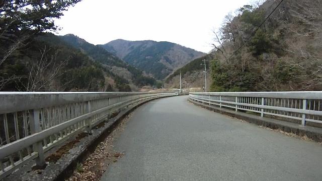 早戸川見神滝ツー21 (640x359)