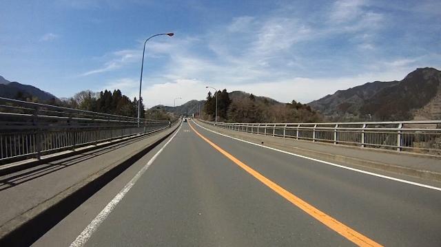 早戸川見神滝ツー44 (640x359)