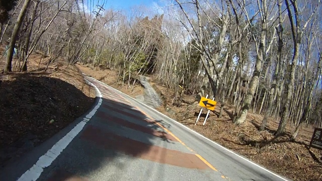 早戸川見神滝ツー79 (640x359)