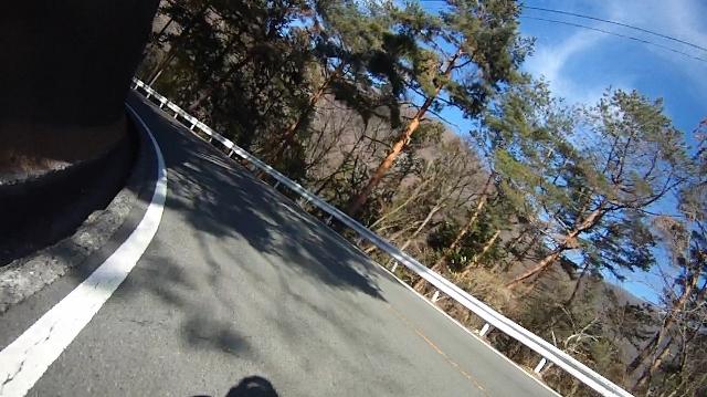 早戸川見神滝ツー94 (640x359)