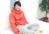 ゲイ動画:爽やかフットサル青年18歳のぶっ太い男根 !!