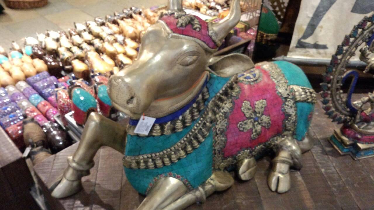 馬の置き物と象は最近垢ぬけてきたインドの空港にて2