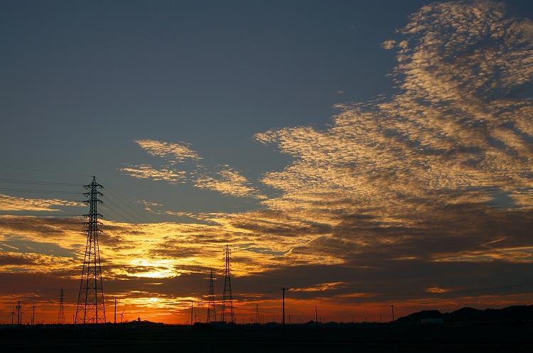 鉄塔のある夕暮れ風景