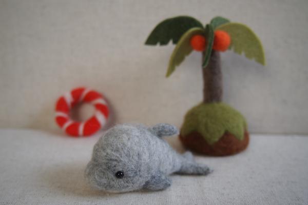 イルカとヤシの木。