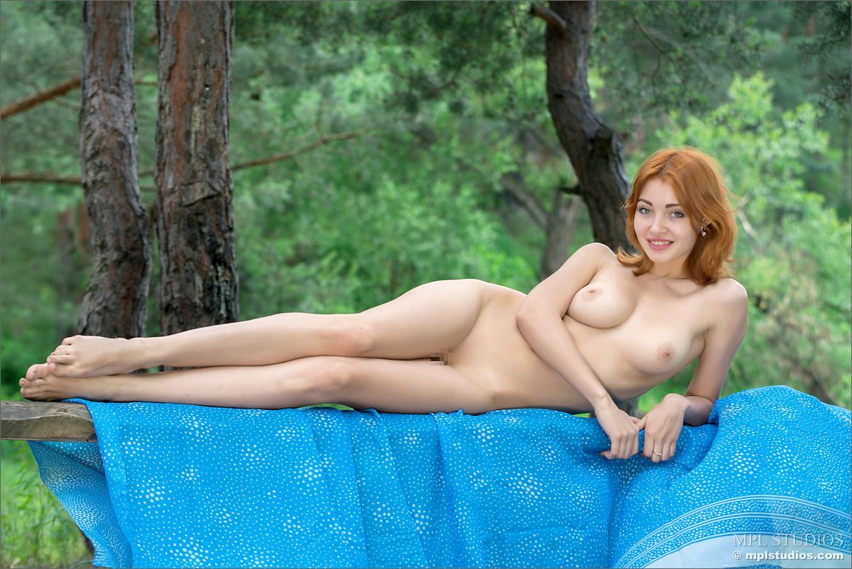 Valeria - IN THE PINES 02