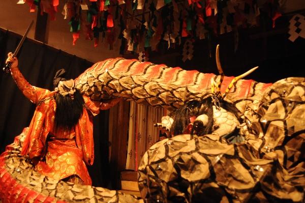 ゆのつ温泉夜神楽「大蛇とスサノオの戦い」