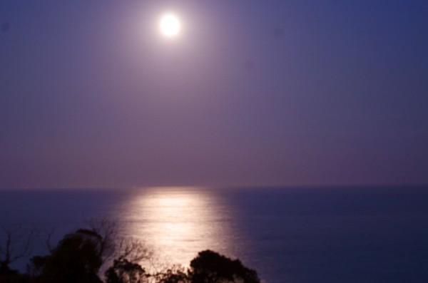 和歌山県東牟婁郡那智勝浦町 太平洋と月夜