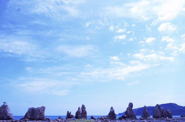 和歌山県東牟婁郡串本町くじの川 国の天然記念物 大小40あまりの奇岩が海上に並ぶ