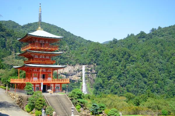 落差133mで日本一の那智の滝と青岸渡寺の三重の塔
