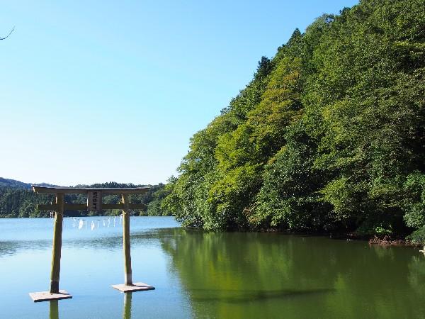 三瓶町 にべ姫神社 浮布池北岸の鳥居
