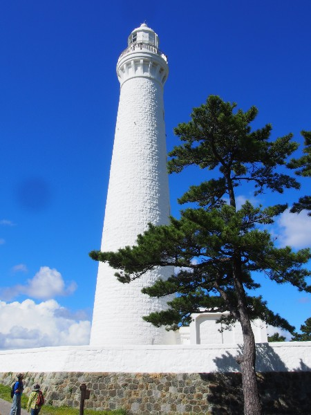 島根半島、最西端の断崖にそびえる出雲日御碕灯台