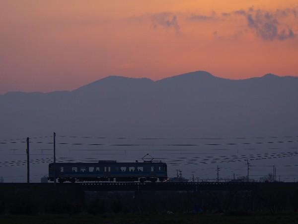 夕焼けと走る電車