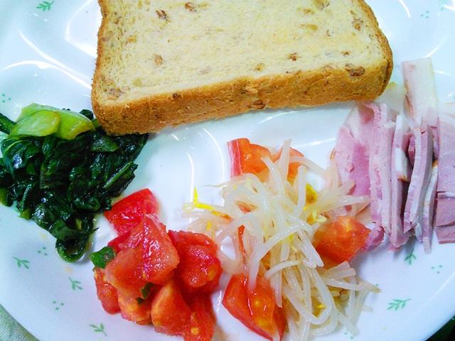 28作り置きサラダの朝食