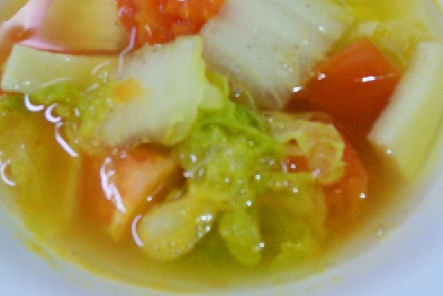 白菜とトマトの野菜スープ