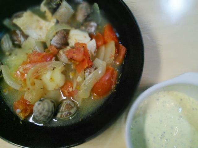 魚貝とトマトのスープ
