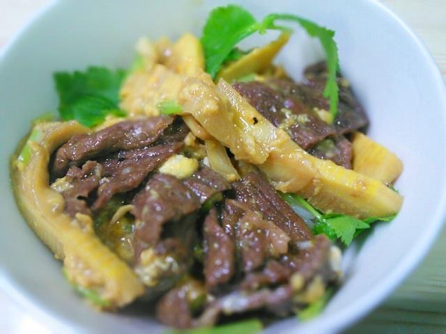 18タケノコと牛肉のしぐれ煮どんぶり