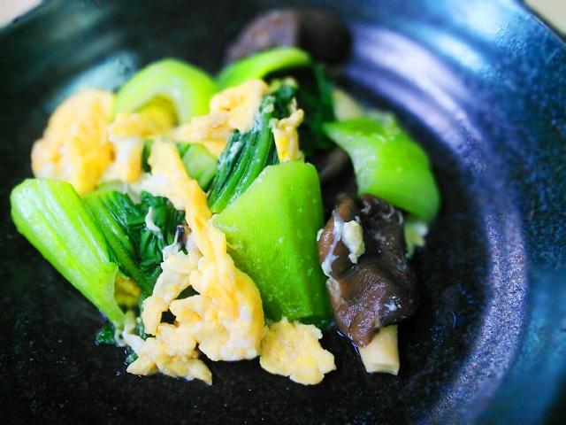 青梗菜とキノコと炒り卵の甘酢炒め