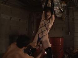 拘束したボンデージ姿のお姉さんをバイブやチンポで調教する - エロ動画 アダルト動画