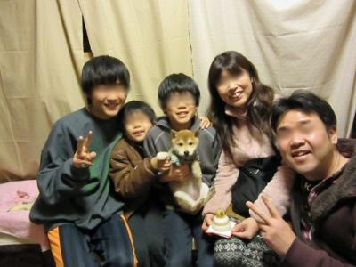 Aさん親子とハナの記念撮影