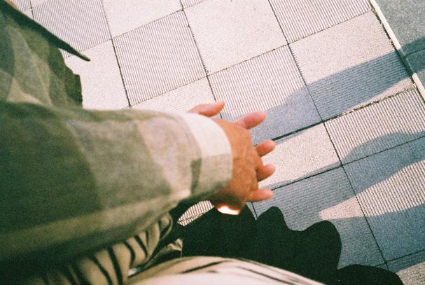 shio_手と手