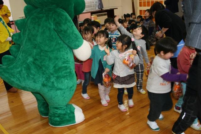 JA宮崎経済連 幼稚園への訪問20150211008pg