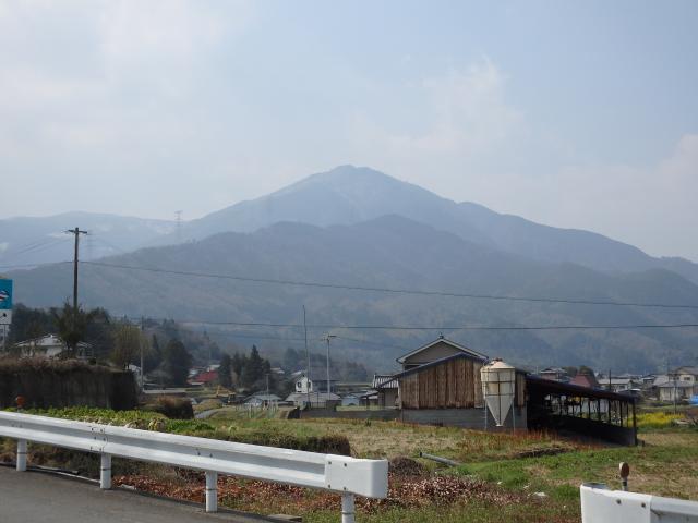 山川町の市街東側の国道193号線から高越山を眺む