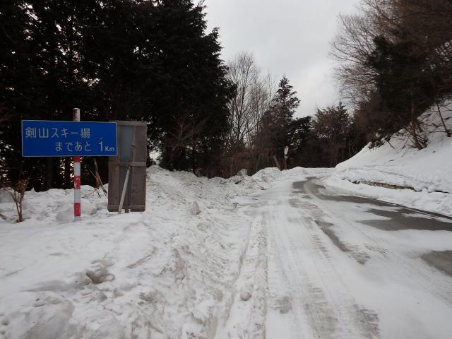除雪されているが路面は凍結状態