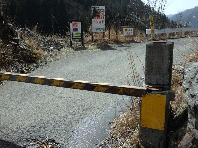 剣山スーパー林道の入り口は閉鎖中