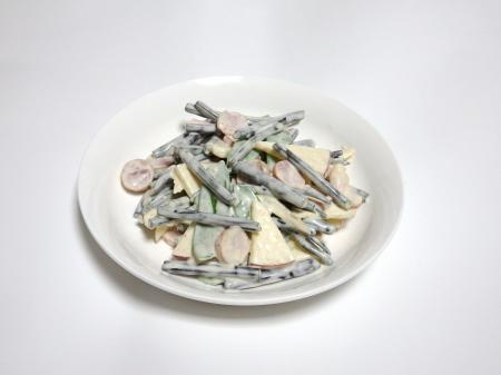 ワラビとハマボウフウのサラダ (試作品)