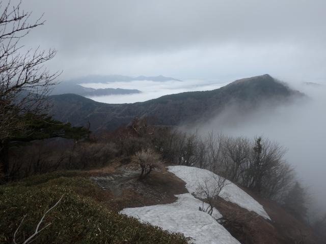 剣山山頂直下の尾根からの眺望