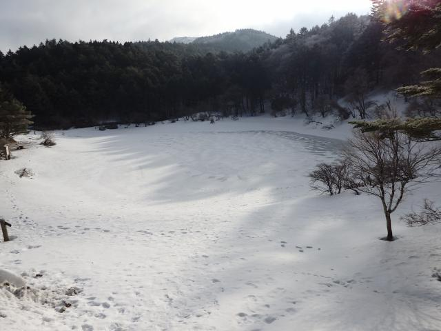 夫婦池 (めおといけ) も完全結氷