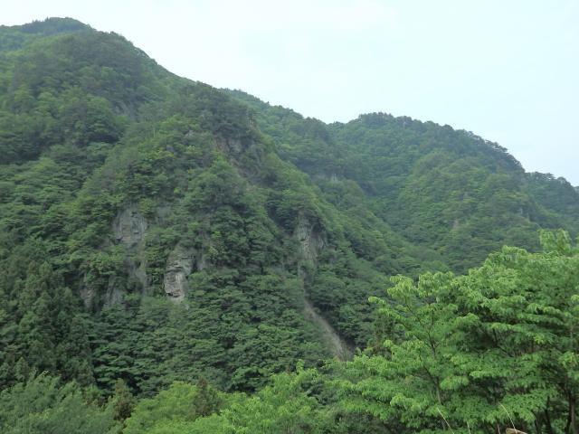 小豆島の寒霞渓みたいな断崖絶壁がある
