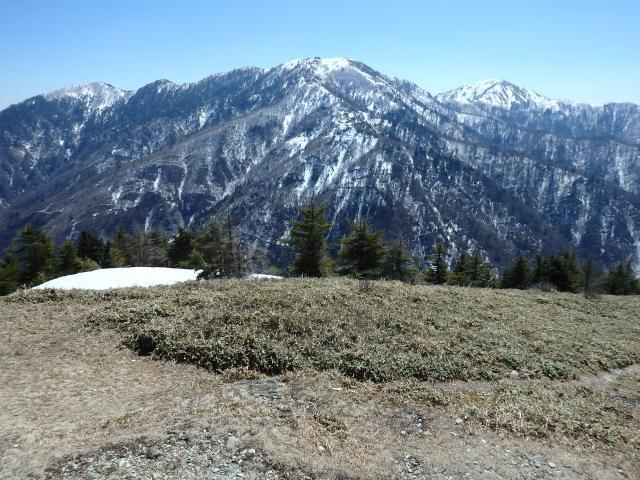 丸笹山から望む剣山