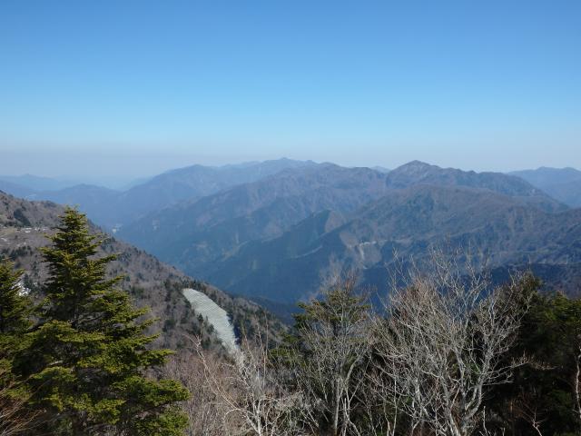 剣山の東の峰々