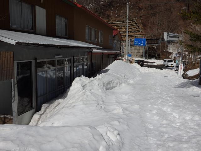 茶店も雪に埋まる