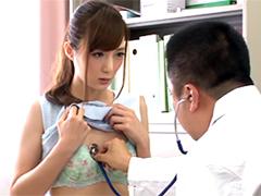 診察で聴診器が触れて感じてしまいヤル気スイッチが入ってしまう美人OL